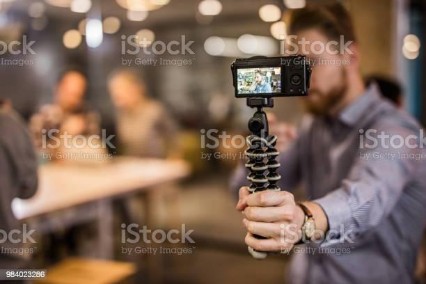 Close Up Of Redhead Man Making Reportage By Vlogging - zdjęcia stockowe i więcej obrazów Aparat cyfrowy