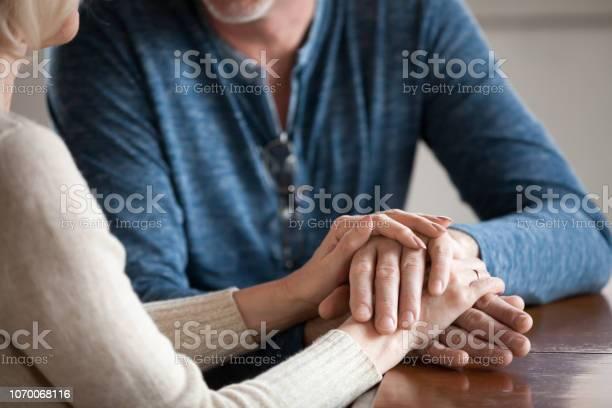 Bedeutung hand streicheln Ein Mädchen