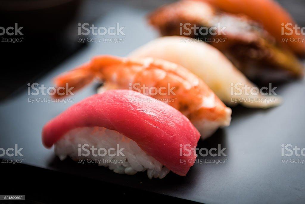 のクローズアップ刺身、寿司セット ストックフォト