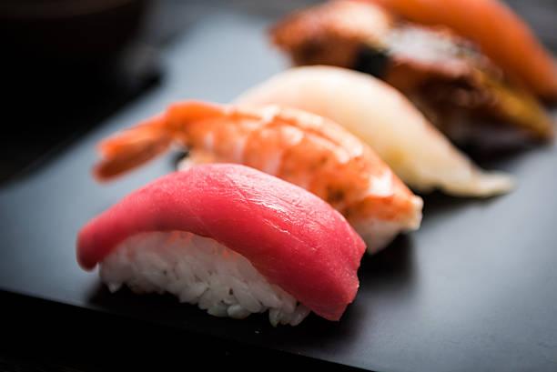 のクローズアップ刺身、寿司セット - 寿司 ストックフォトと画像