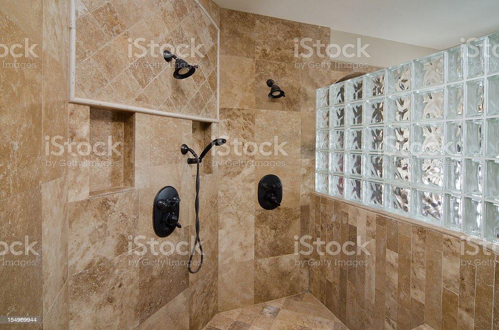 Nahaufnahme Der Dusche Und Fliesendesign Stockfoto und mehr Bilder von  Badezimmer