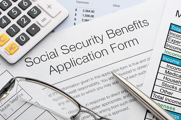 close-up da segurança social aplicação - previdencia social - fotografias e filmes do acervo