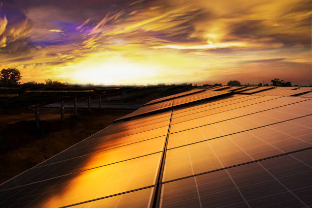 close up of solar cell panel with sunset - energia solare foto e immagini stock