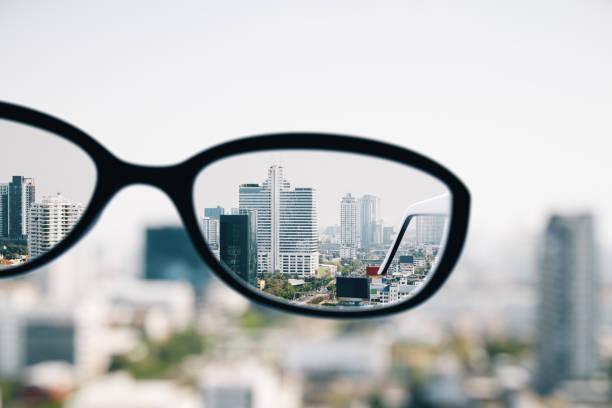 Nahaufnahme der Brille in Stadt – Foto