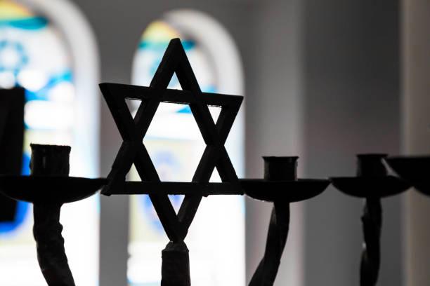 zbliżenie sylwetki gwiazdy dawida w żydowskiej synagodze - judaizm zdjęcia i obrazy z banku zdjęć
