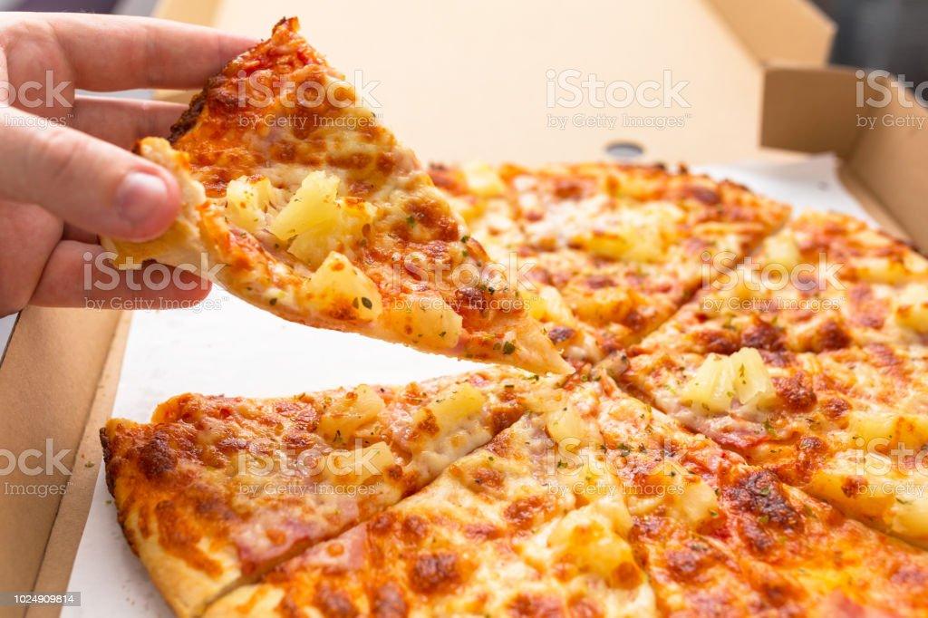 Close up of tasty hawaiian pizza with ham and pineapple – zdjęcie