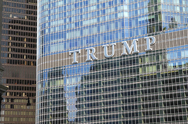close up of the trump tower sign - trump stockfoto's en -beelden