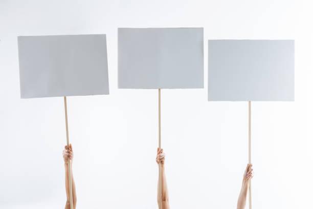 nahaufnahme von drei protest zeichen - sprüche ehrlichkeit stock-fotos und bilder
