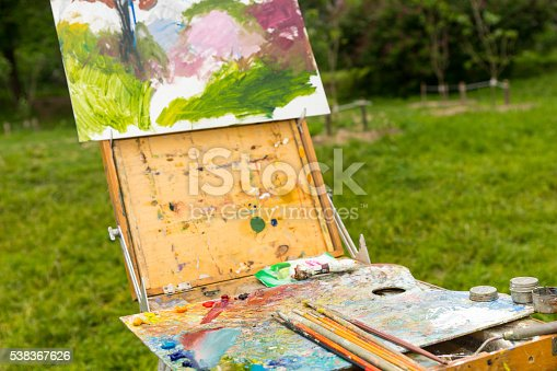 504223972istockphoto Close up of time-worn  professional painter's sketchbook  outdoo 538367626