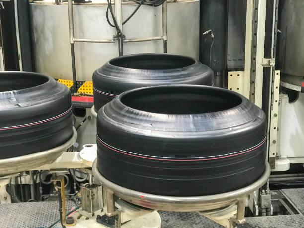 타이어 공장에서 타이어의 클로즈업 스톡 사진