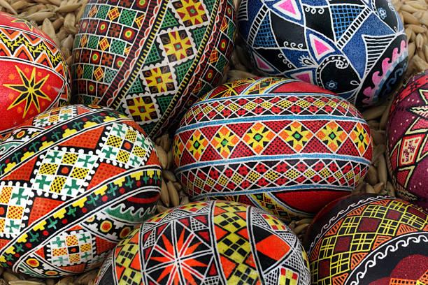 Primo piano di uova di Pasqua tradizionali - foto stock