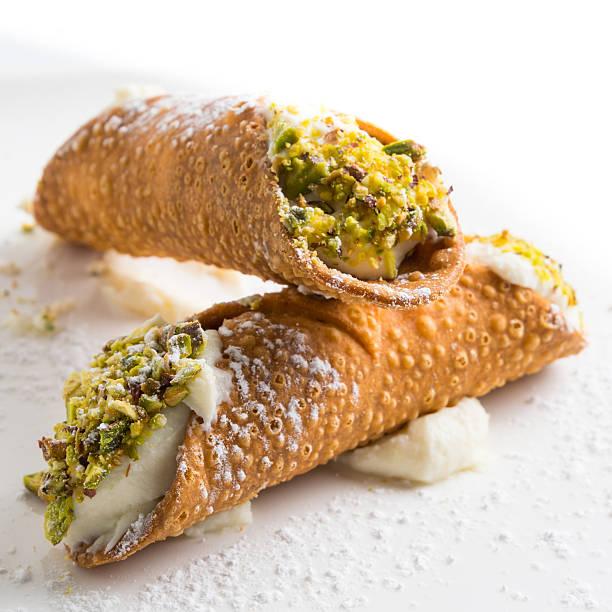 close up of two pistachio cannoli on white background - 忌廉餅卷 個照片及圖片檔