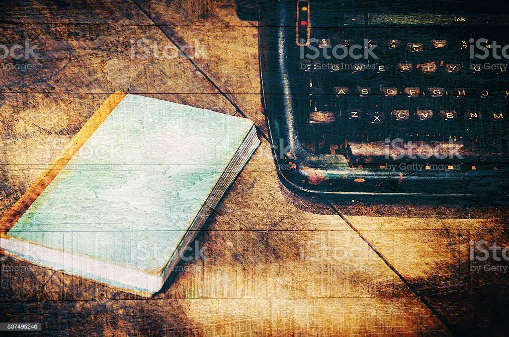 Primo piano di una macchina da scrivere in stile retrò vintage - foto stock
