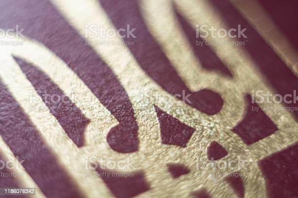 Close up of ukrainian national coat of arms picture id1186076342?b=1&k=6&m=1186076342&s=612x612&h=hi7sbn0aui2 fh5f6676wgmtm7hthcpc0ejd 3ku7fa=