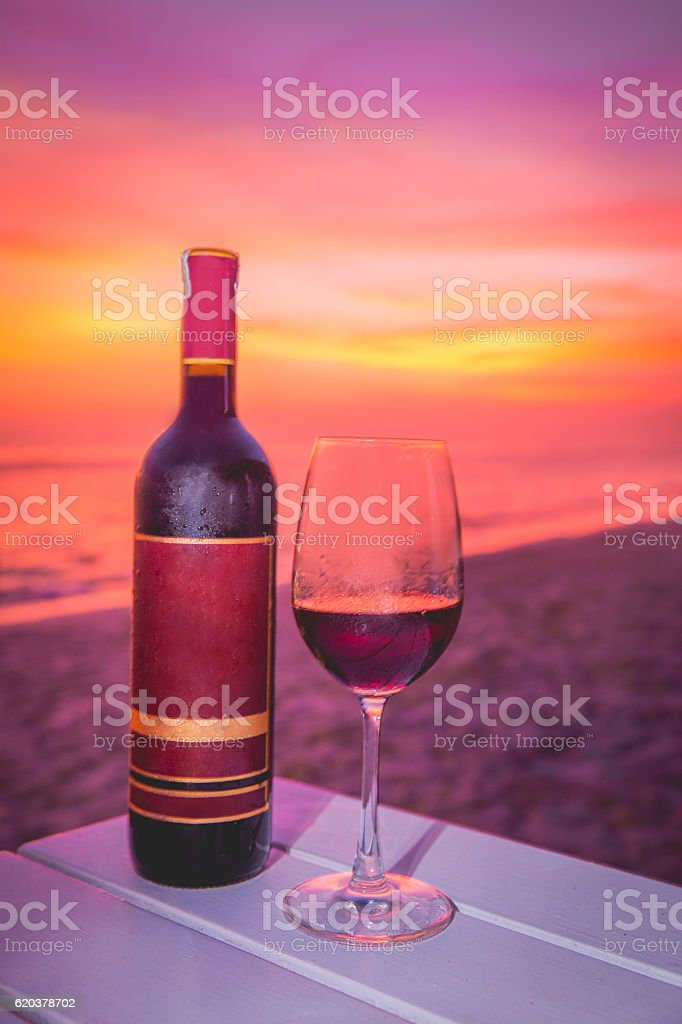 Close up of wine bottle with sunset backgrounds foto de stock royalty-free