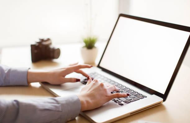 Nahaufnahme der Frau mit laptop – Foto