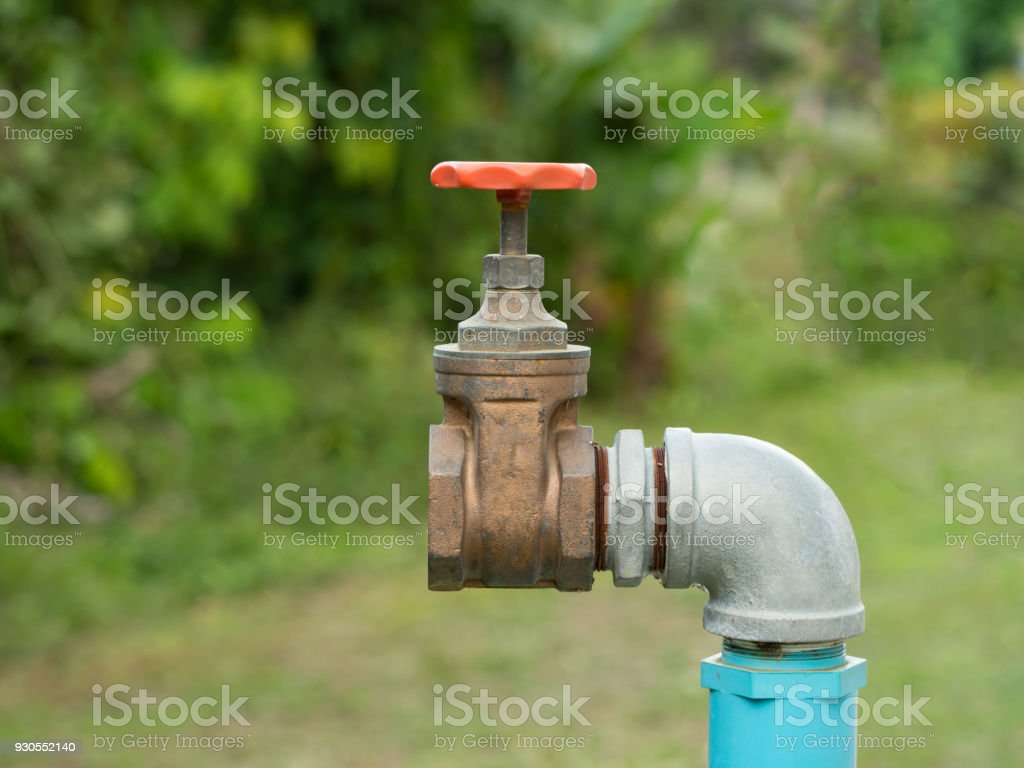 Comment Nettoyer Du Vieux Cuivre photo libre de droit de gros vieux grunge en laiton robinet