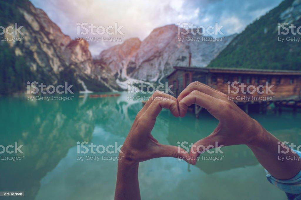 Cierre Para Arriba En Las Manos Amantes Lago Braies Italia Marco Del ...