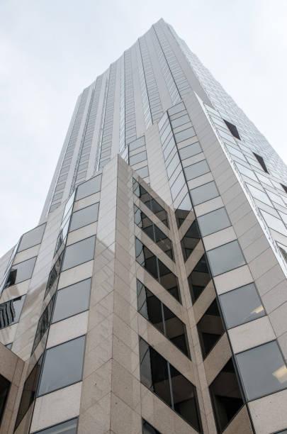 Wolkenkratzer von Hartford von Bushnell Park Sommer tagsüber hautnah – Foto