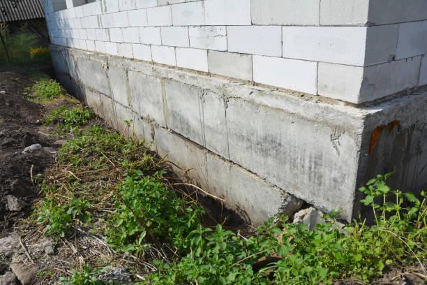 Close-up op Waterproofing en isolatie huis Stichting muur. Stichting Waterproofing en vocht taalprogramma Coatings. foto