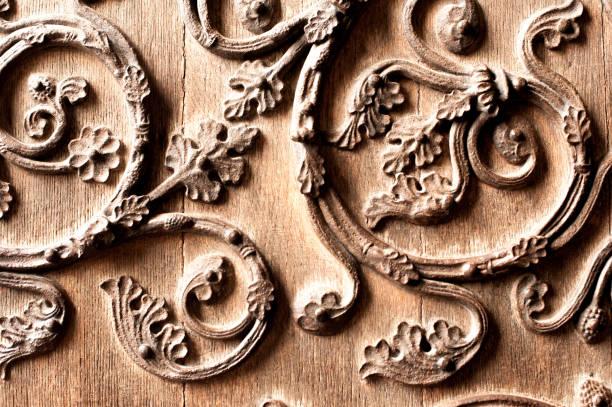 Die Ornamente auf den Toren Notre Dame de Paris schließen – Foto