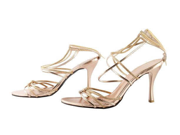 nahaufnahme paar frauen high heel sandalen isoliert auf weißem hintergrund - glitzer absätze stock-fotos und bilder