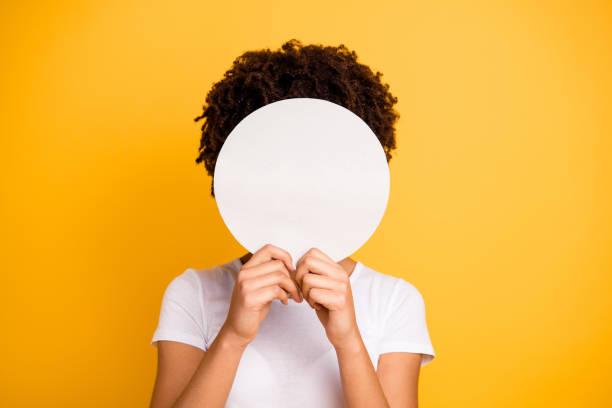 arka plan beyaz canlı canlı daire hareketli güzel izole kadın koyu cilt renk sarı parlak siyah yüz yuvarlak keşfetmek istemek - kimlik stok fotoğraflar ve resimler