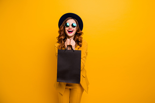 Close Up Photo Beautiful She Her Lady Very Glad Black Friday Laughter Carry Packs Perfect Look Buy Buyer Birthday Sale Discount Wear Specs Formalwear Costume Suit Isolated Yellow Bright Background — стоковые фотографии и другие картинки Black Friday