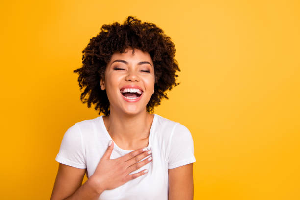 close up photo pretty amazing she her dark skin lady yelling screaming shouting laughing joke humor comic story open mouth wearing casual white t-shirt isolated yellow bright vivid background - smile woman open mouth foto e immagini stock