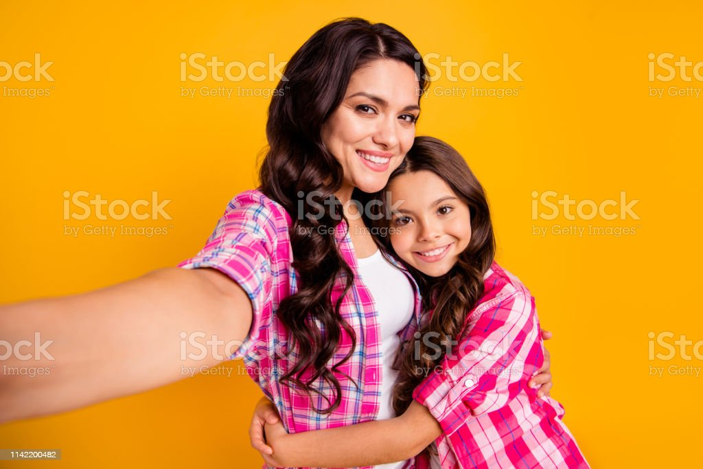 Close up photo two people funny brown haired mum mom small little...
