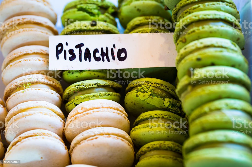Close up Pistachio macaroons in a row, Borough Market, London foto de stock royalty-free