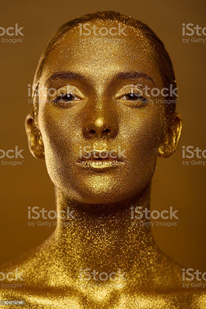 Close up portrait beautiful woman golden skin sparkles glitter - foto de acervo