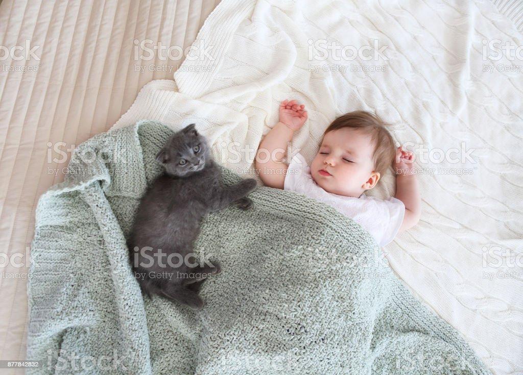 Porträt eines schönen schlafenden Babys hautnah – Foto