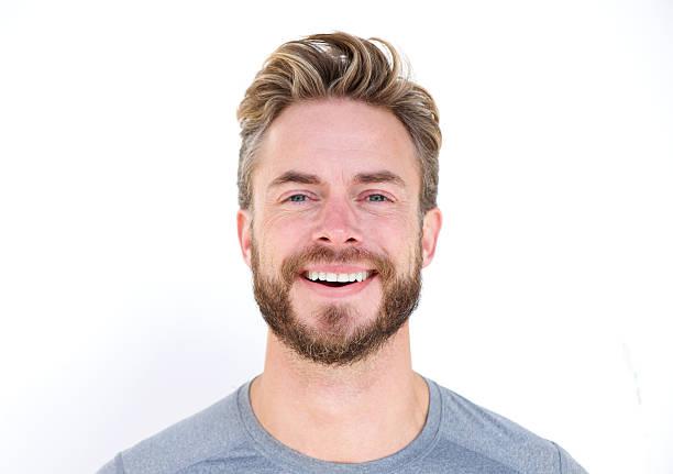 close-up portrait eines mannes mit bart, lachen - einzelner mann über 30 stock-fotos und bilder