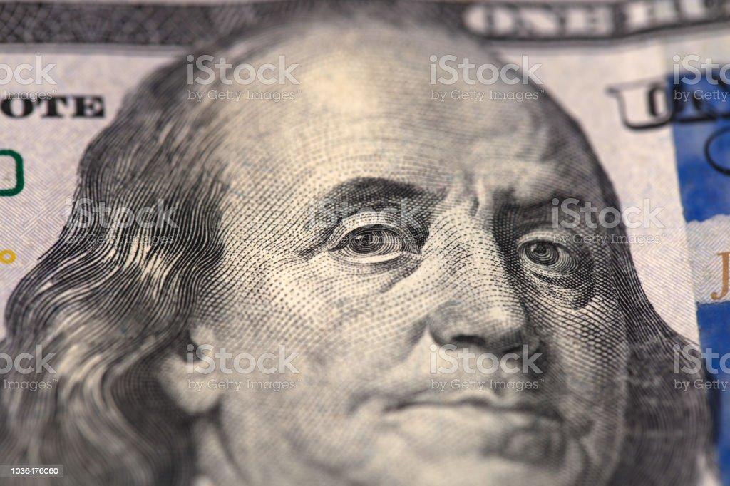 Close-up retrato de Franklin na nota de cem dólares - foto de acervo