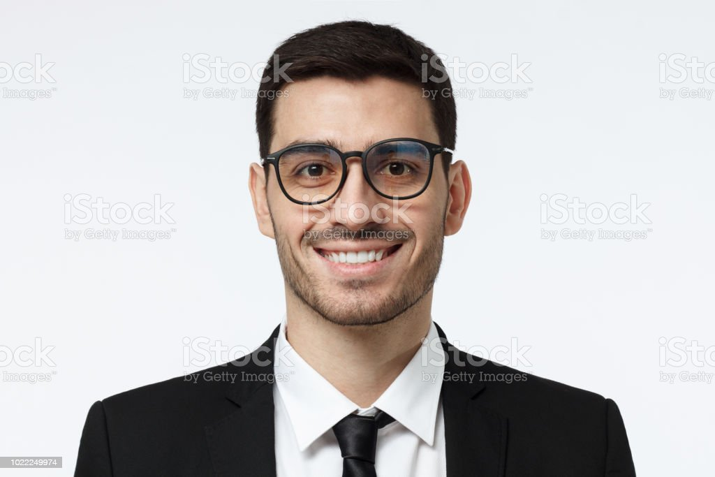 f71d75a3e Primer Plano Retrato De Sonriente Hombre De Negocios Guapo En Traje ...