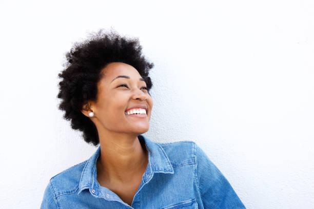 close up portrait of smiling woman looking up - capelli voluminosi foto e immagini stock