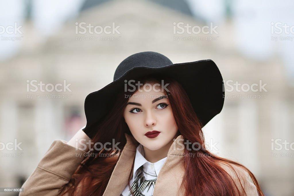 Close up portrait of young beautiful lady wearing stylish classic – Foto