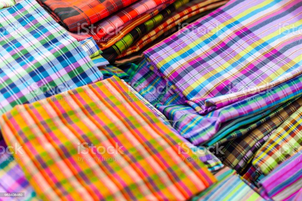 Nära upp Sarong vacker textur thailändska traditionella silke hantverk stil textilier detalj mönster tyg fashionabla textur - Royaltyfri Abstrakt Bildbanksbilder