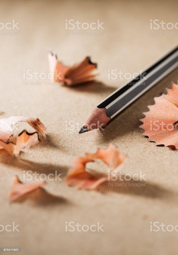 Close up sharpen black pencil on brown paper photo libre de droits