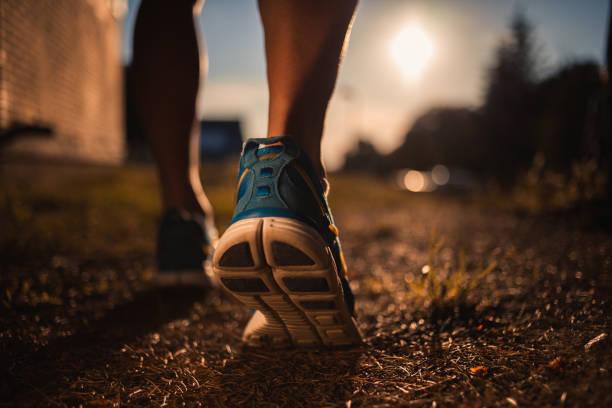 zbliżenie butów biegacza - but sportowy zdjęcia i obrazy z banku zdjęć