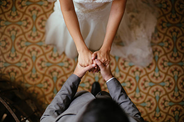 Close up shots of bride and groom holding hands stok fotoğrafı