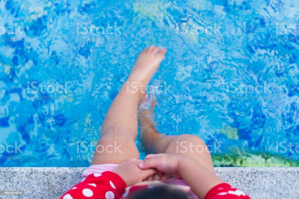 Close up small leg kid wet water. - Zbiór zdjęć royalty-free (Azjaci)