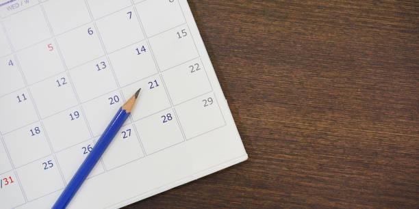 soft-fokus auf bleistift über kalender 2018 am schreibtisch mit draufsicht konzept hautnah - donnerstagnachmittag stock-fotos und bilder