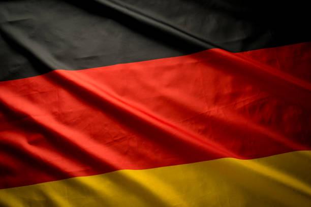 gros coup de studio de drapeau allemand réel - drapeau allemand photos et images de collection