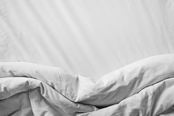 Schließen Sie sich chaotisch Draufsicht weiße Bettwäsche – Foto