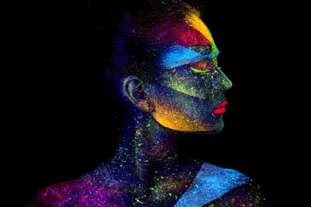 uv abstrakte porträt hautnah - regenbogen make up stock-fotos und bilder