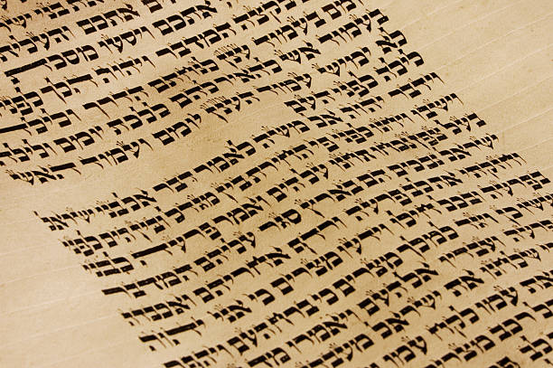 close up view of a page of text from the torah - hebreeuws schrift stockfoto's en -beelden