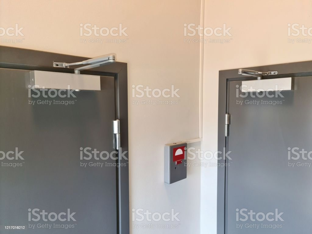 Close Up View Of Extra Heavy Aluminum Commercial Door Closer Stock Photo Download Image Now Istock