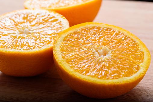 Closeup Van Vers Gesneden Stukjes Sinaasappel Stockfoto en meer beelden van Biologisch
